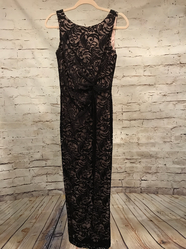 BLACK LACE LONG EVENING GOWN