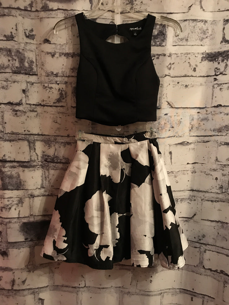 BLACK/WHITE 2 PIECE DRESS SET