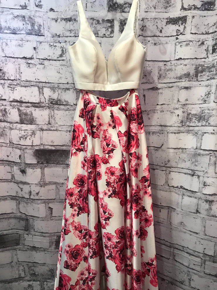 WHITE/FLORAL 2 PC. GOWN SET
