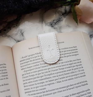 Snow magnetic bookmark