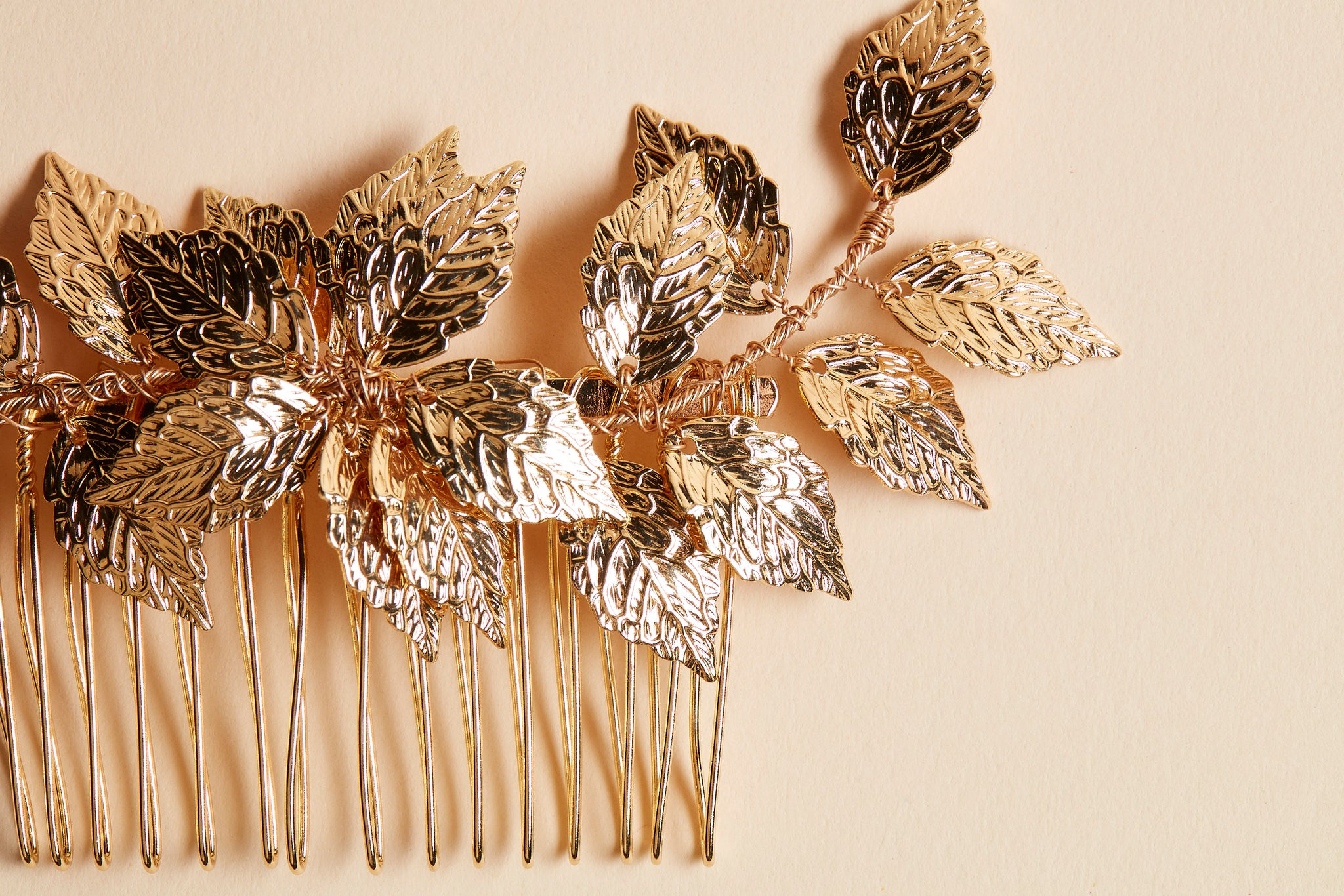 gold leaves hair comb