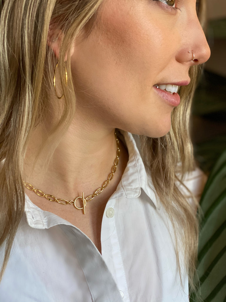 The T Bar Chain Layering Necklace in Gold