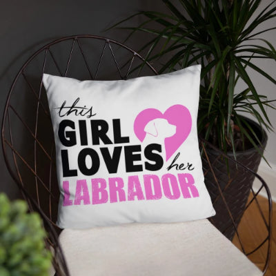 "Coussin ""THIS GIRL LOVES HER LABRADOR"""