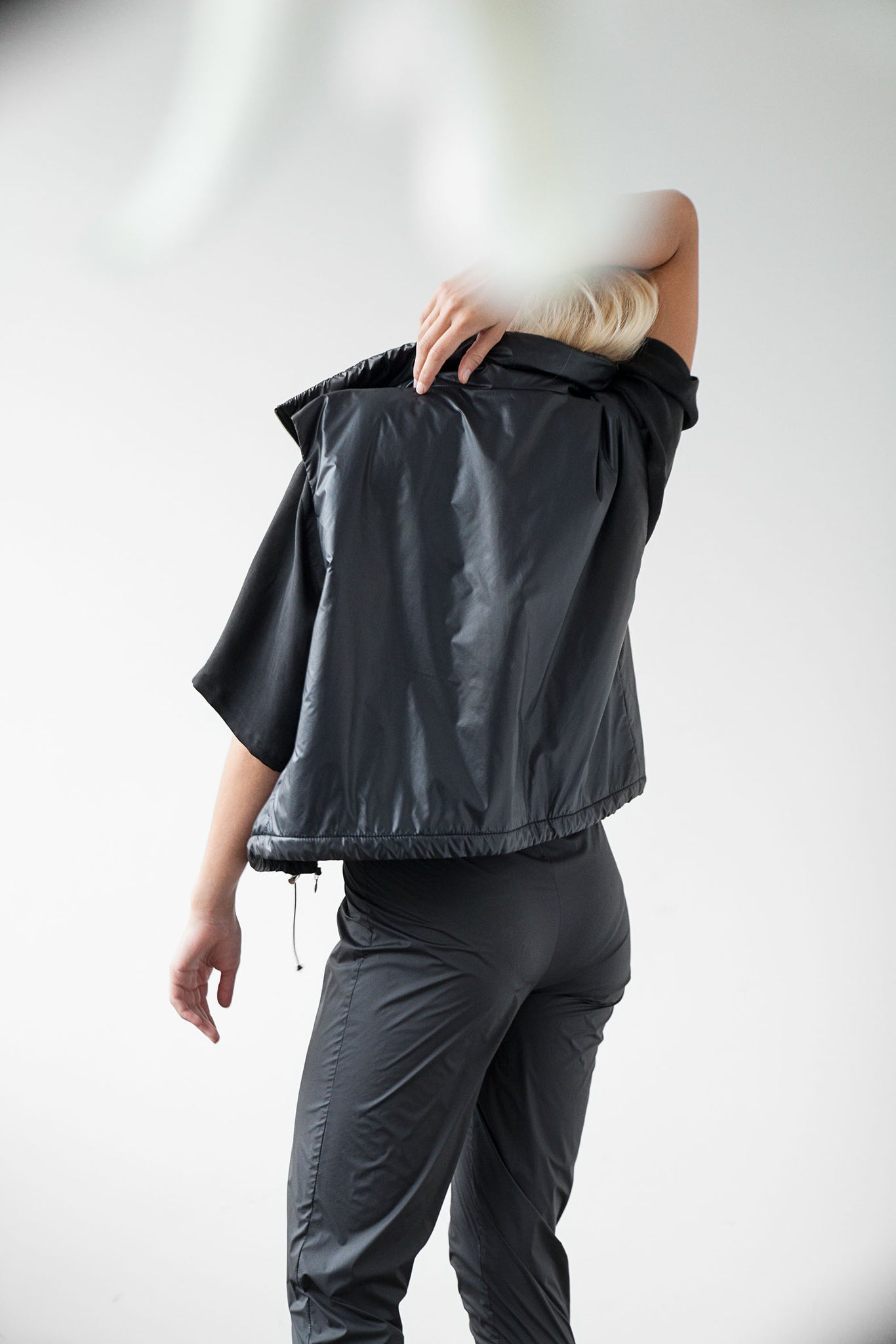 Lightweight crop puffer vest black