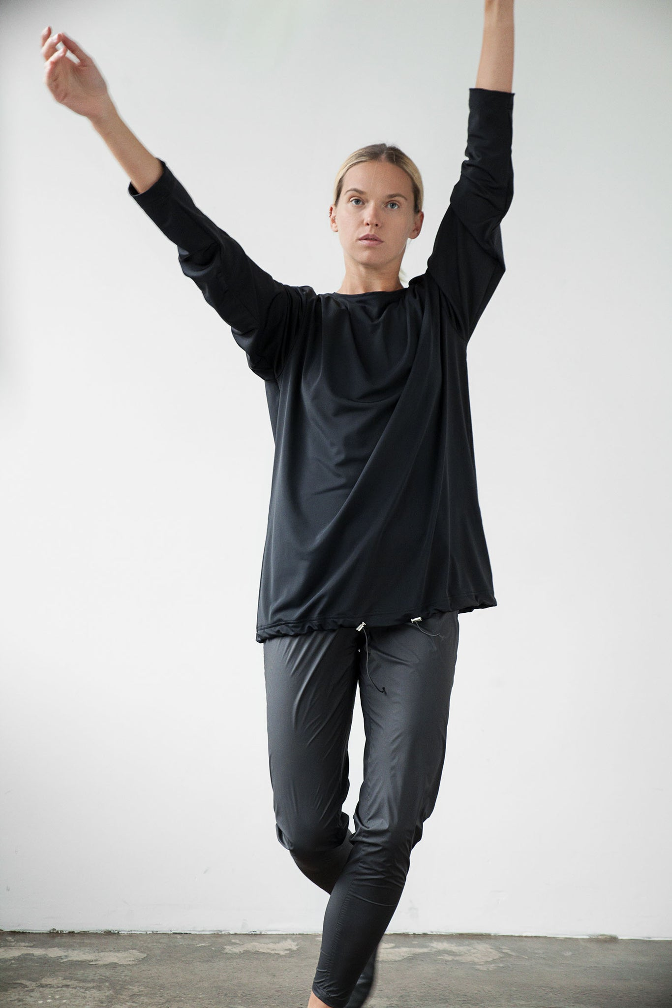 Unisex oversized jumper black