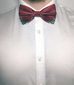 Shiny red bow tie for gentlemen with metal corner piece | The Perfect Gentleman