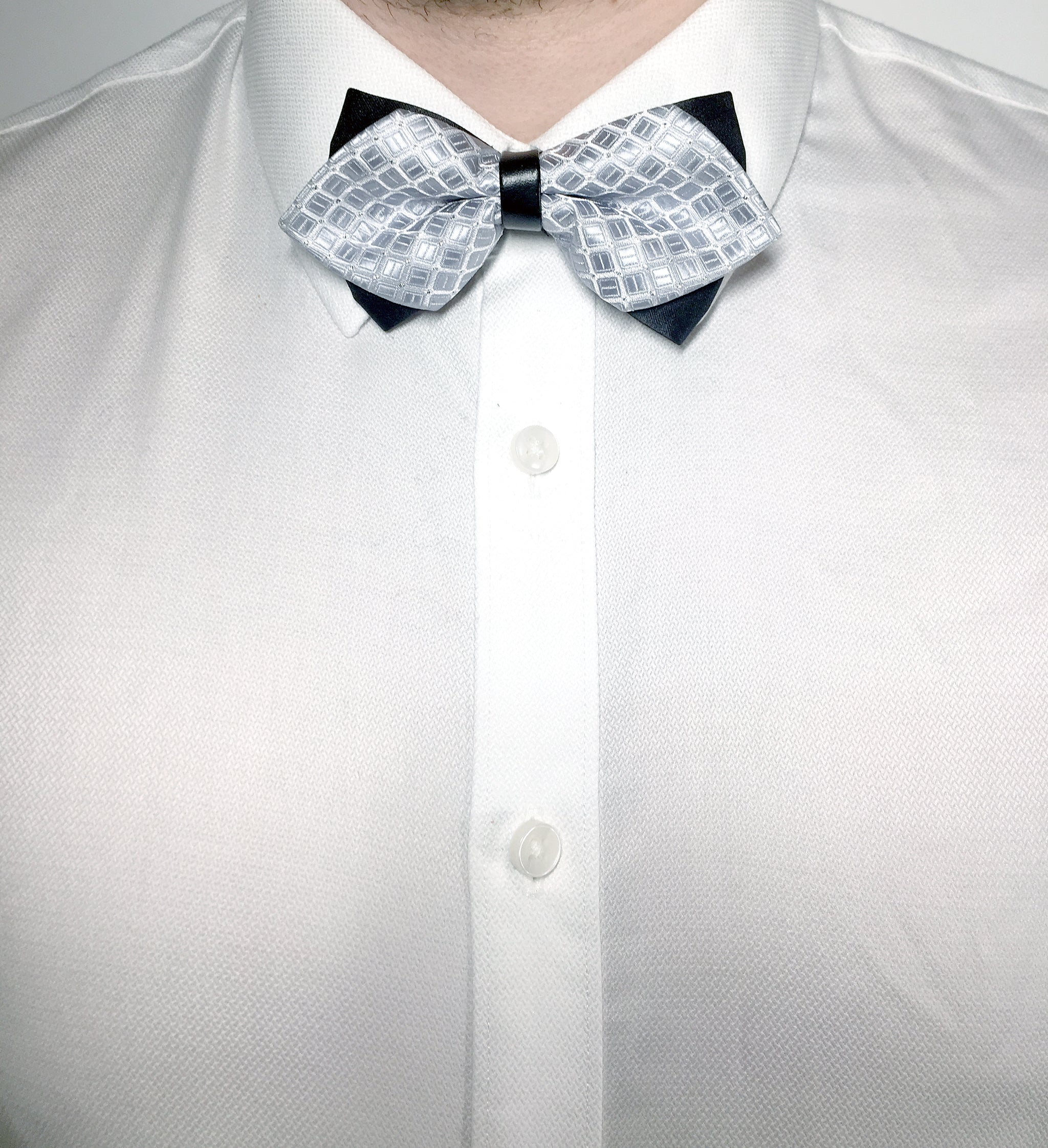Silver diamond bow tie with geometric pattern | The Perfect Gentleman