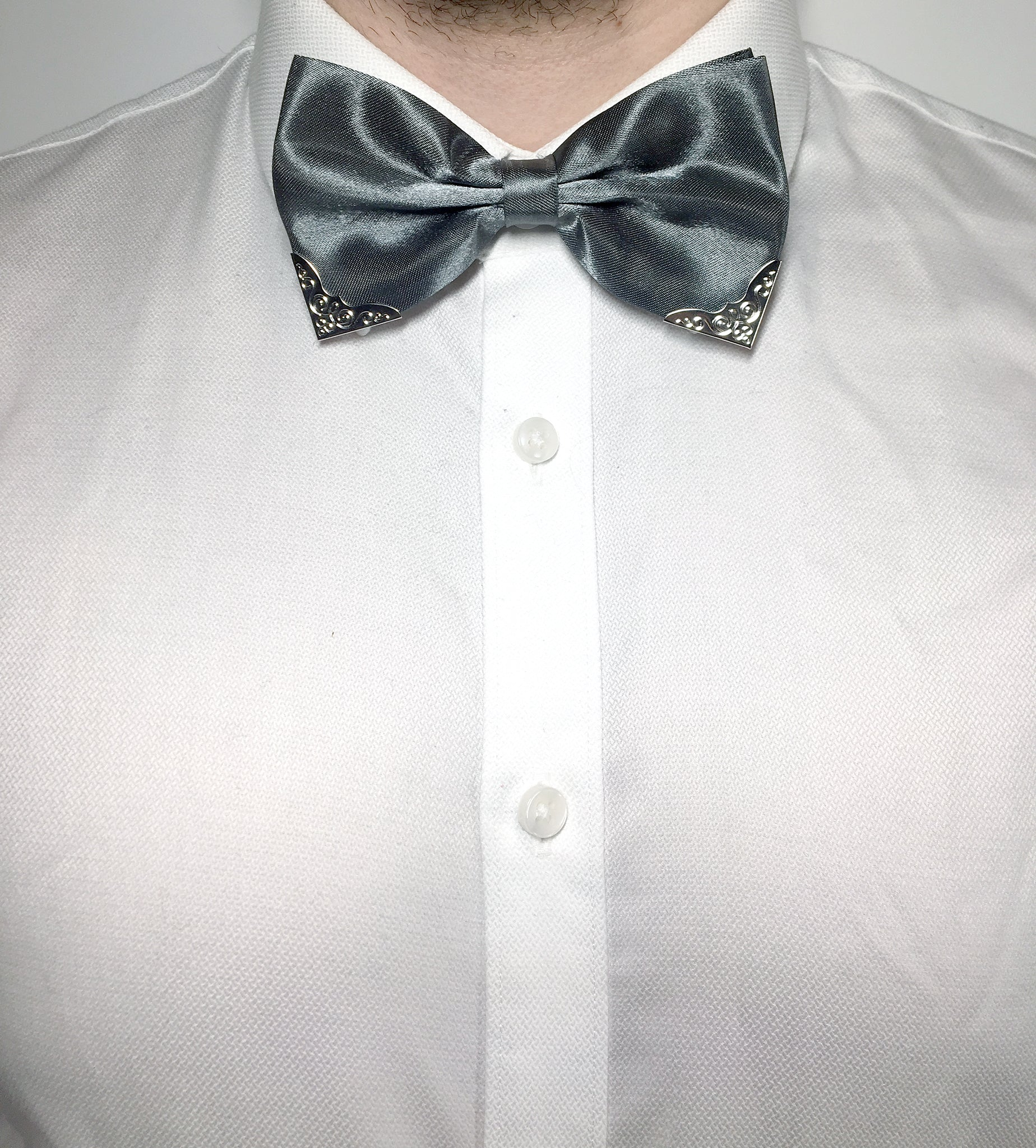Shiny grey bow tie for gentlemen with metal corner piece