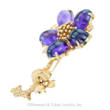 Vintage cabochon amethyst and yellow gold flower brooch circa 1960.