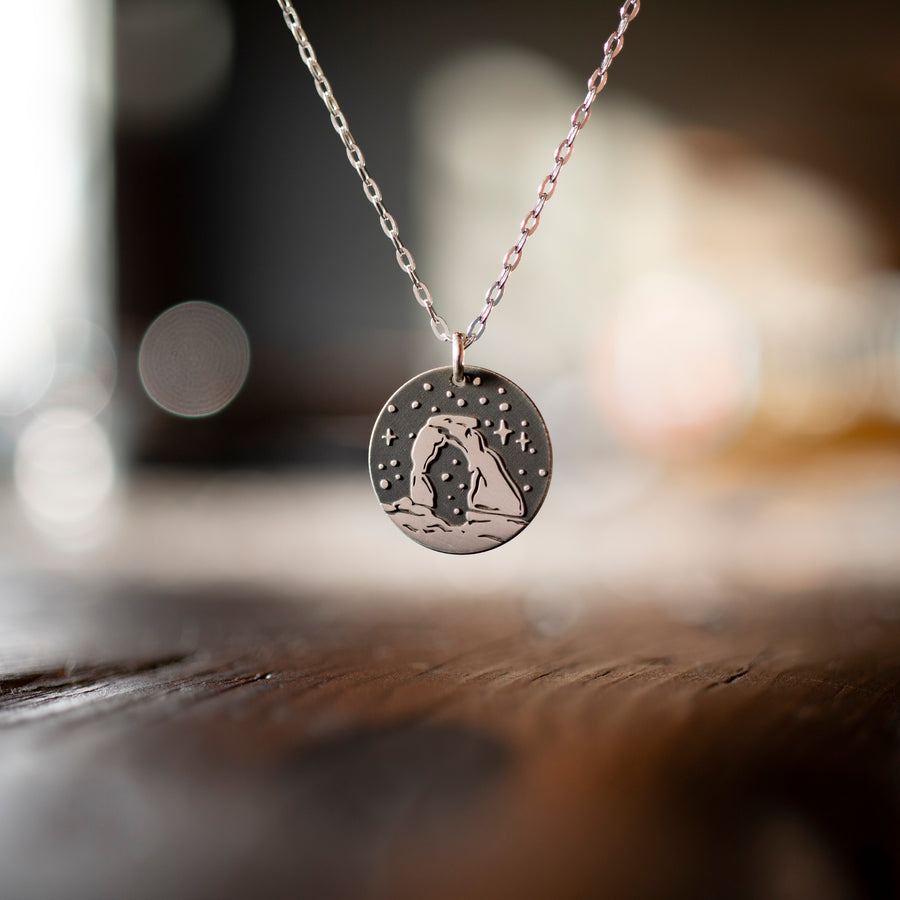 Delicate Arch Round Necklace