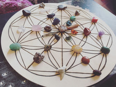 Crystals and stones spread out on a circular grid