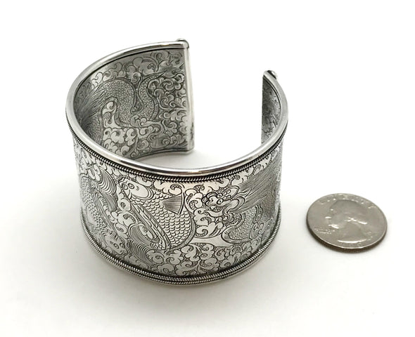 Twin Fish Cuff Bracelet silver - Large, size comparison to US quarter - BMT-LG