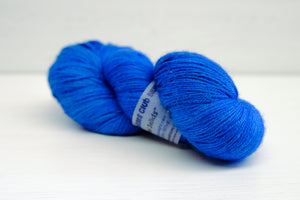 yarnandkisses wool/silk sock - semi solid blue