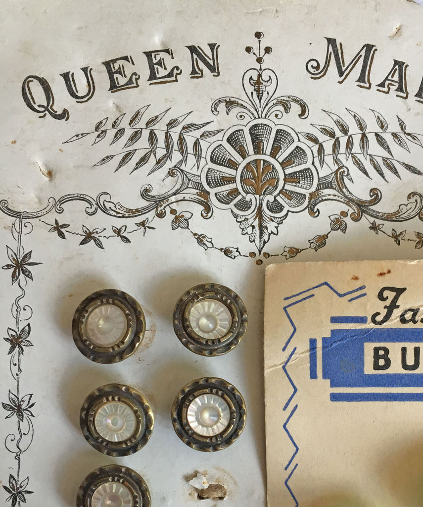 Discover the story of Austrian tinie buttons.