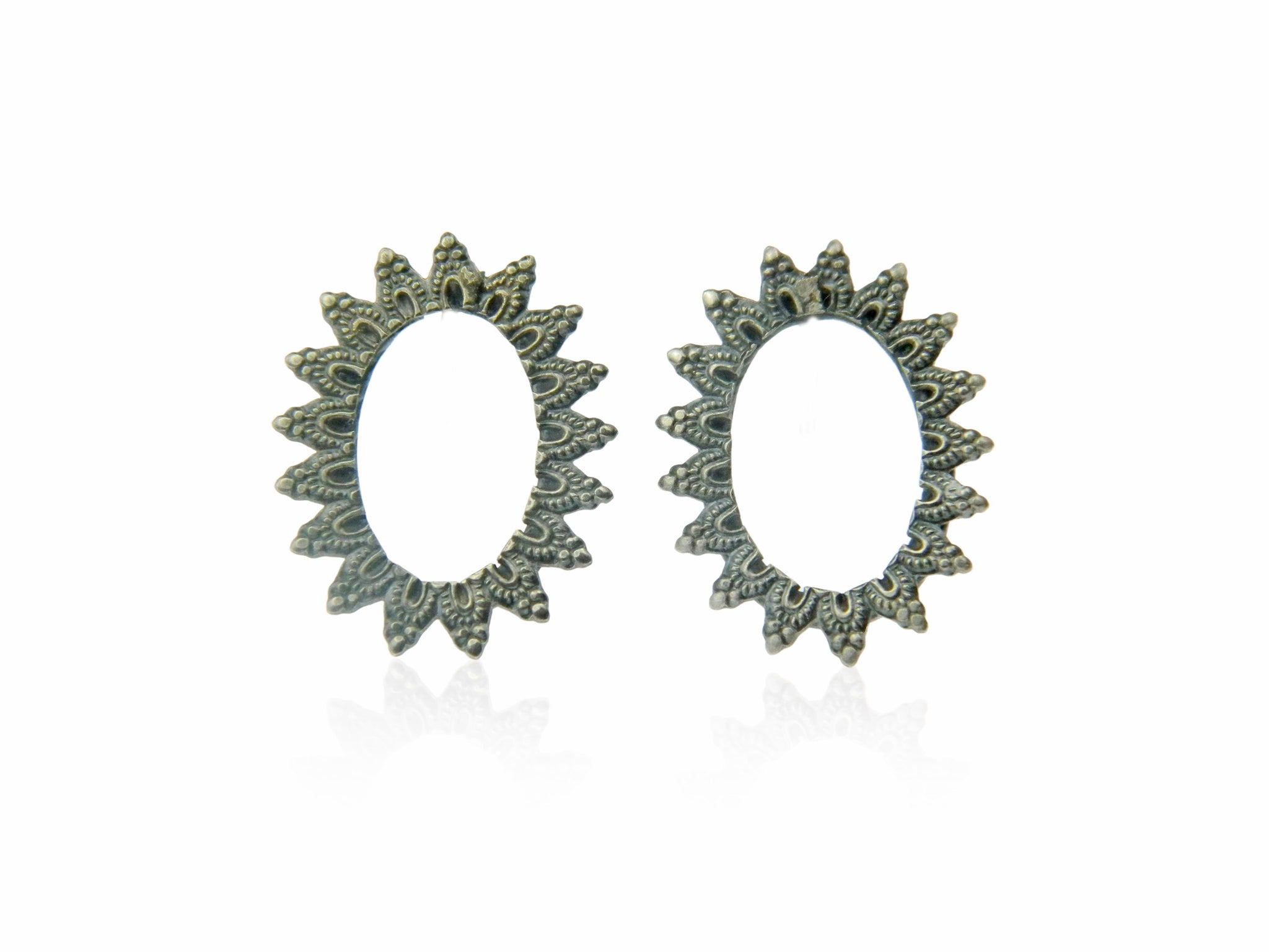 Large oval lace studs