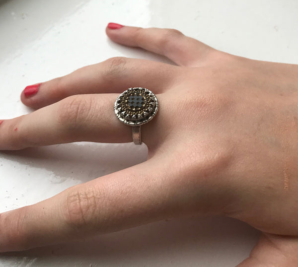Checkered ring