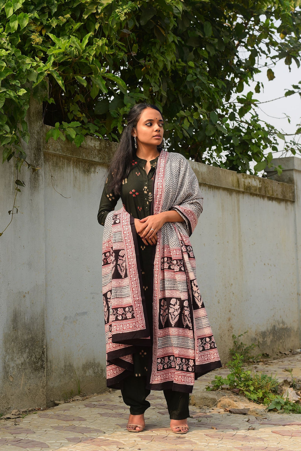 Kaisori Noor collection - Bagh black Leaf block printed dupatta - Kaisori