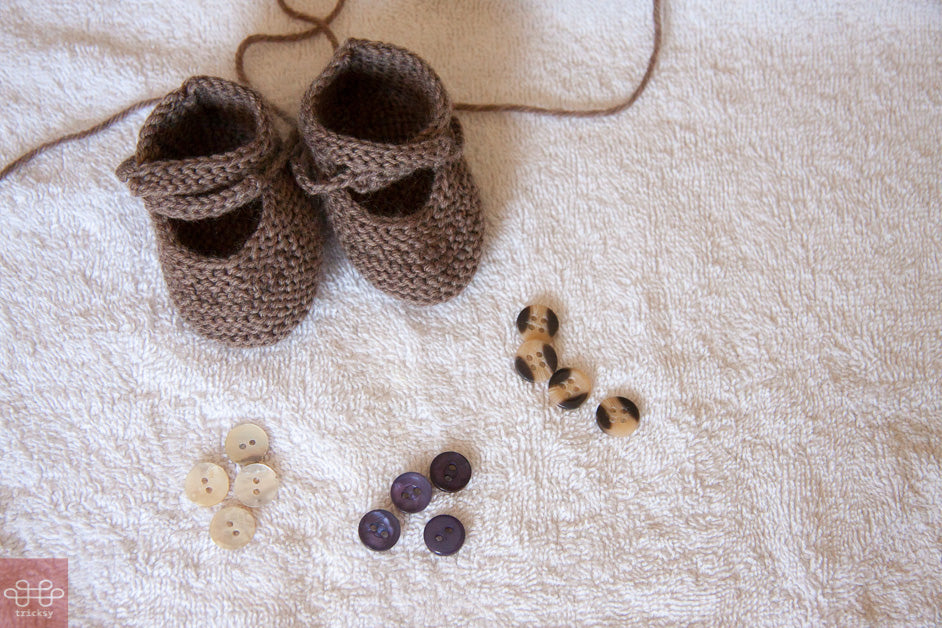 Tricksy Knitter: Choosing buttons for knitted baby bootees