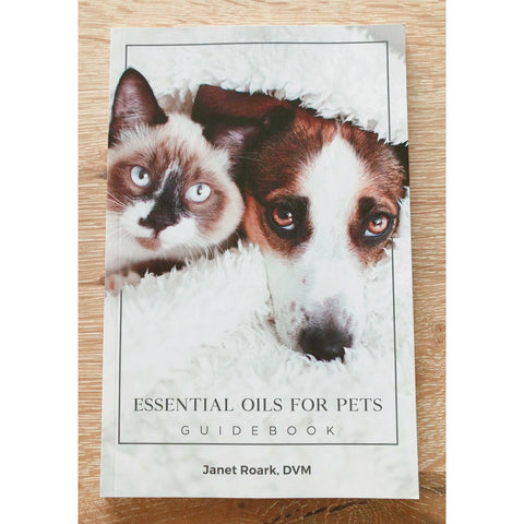 Essential Oils for Pets Guidebook by Dr. Janet Roark (Englisch)