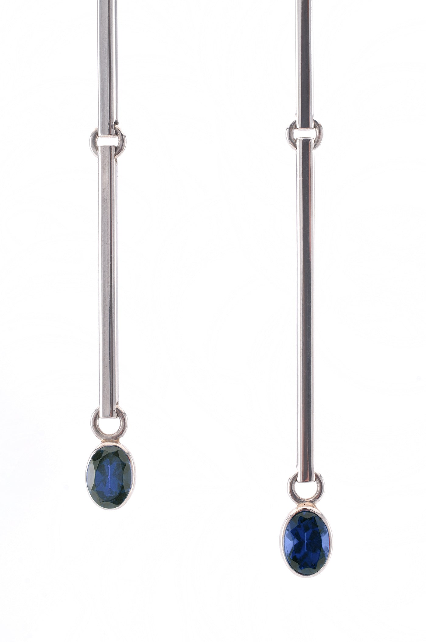 I-ching earrings with sapphires in 18 karat white gold