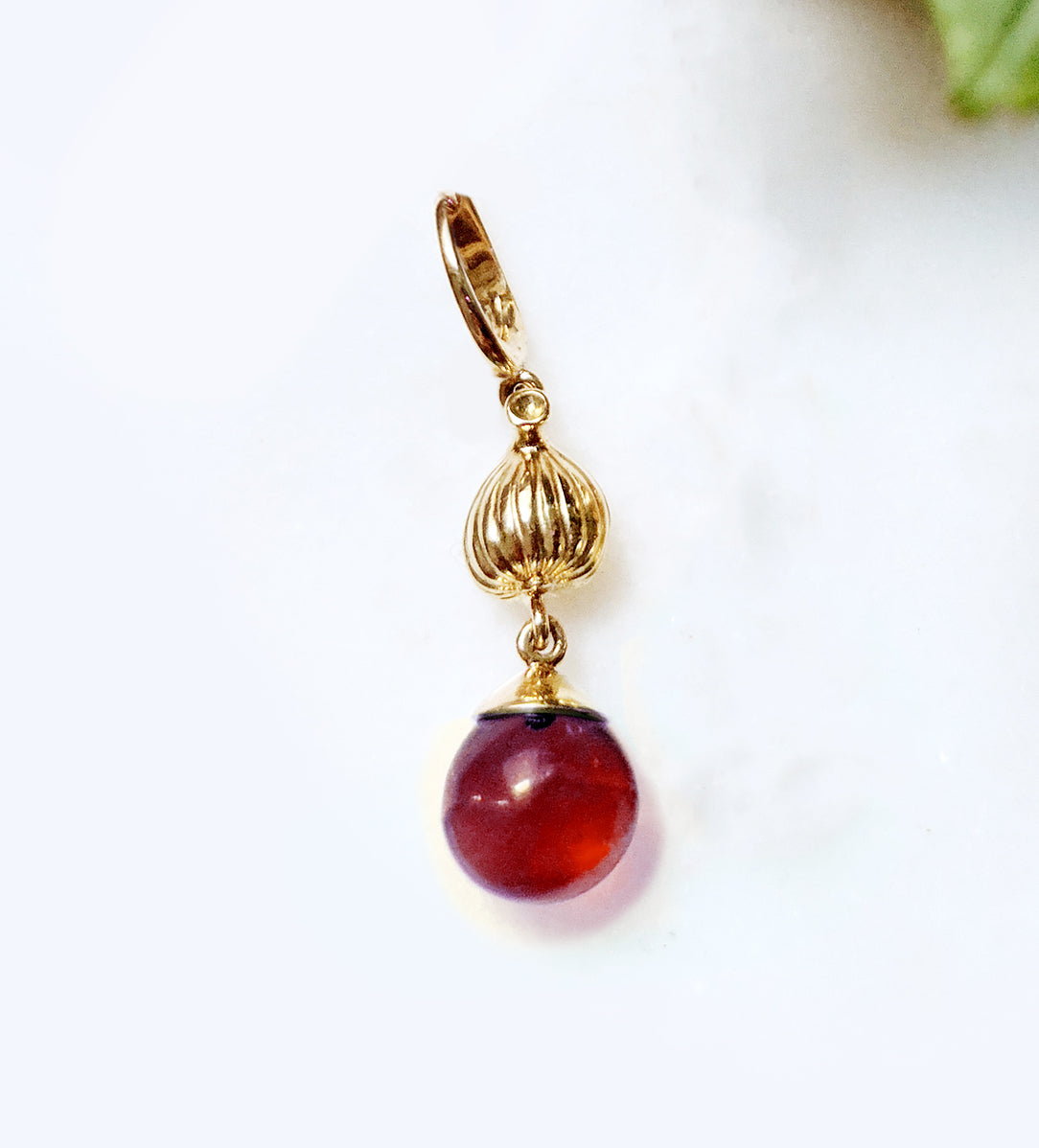 Fig pendant with garnet