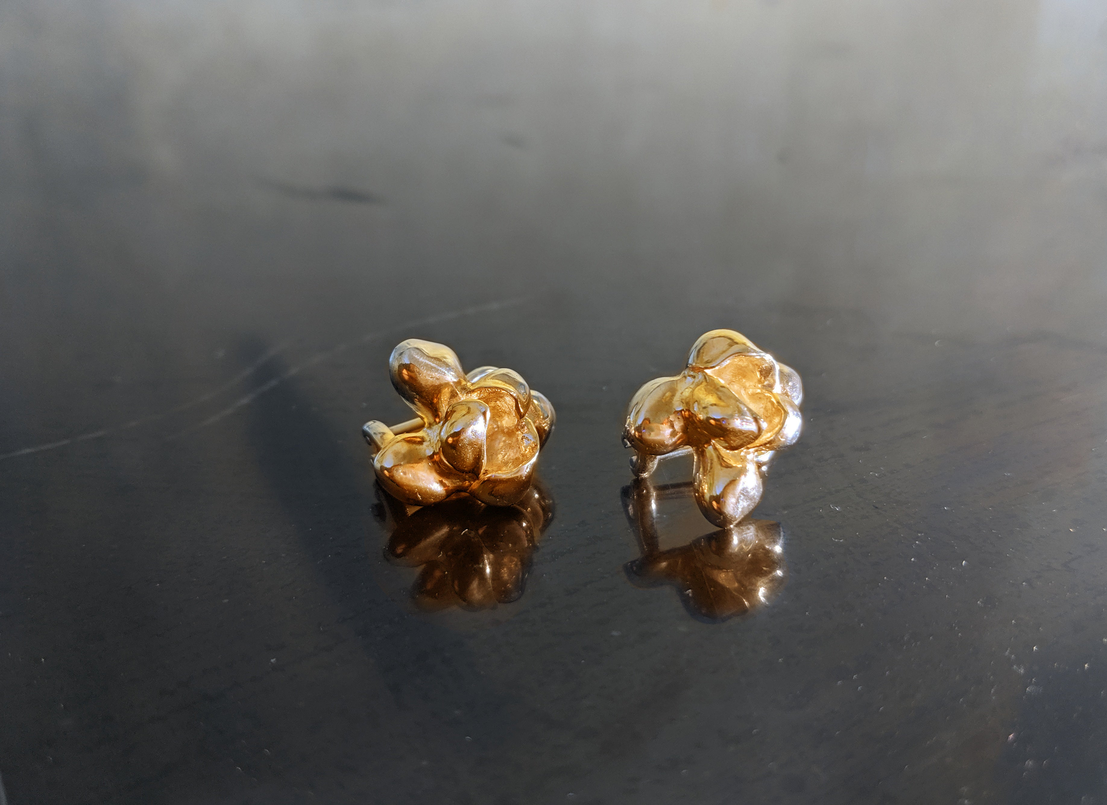 18 Karat Yellow Gold Iris Blossom Cocktail Earrings with Amethysts