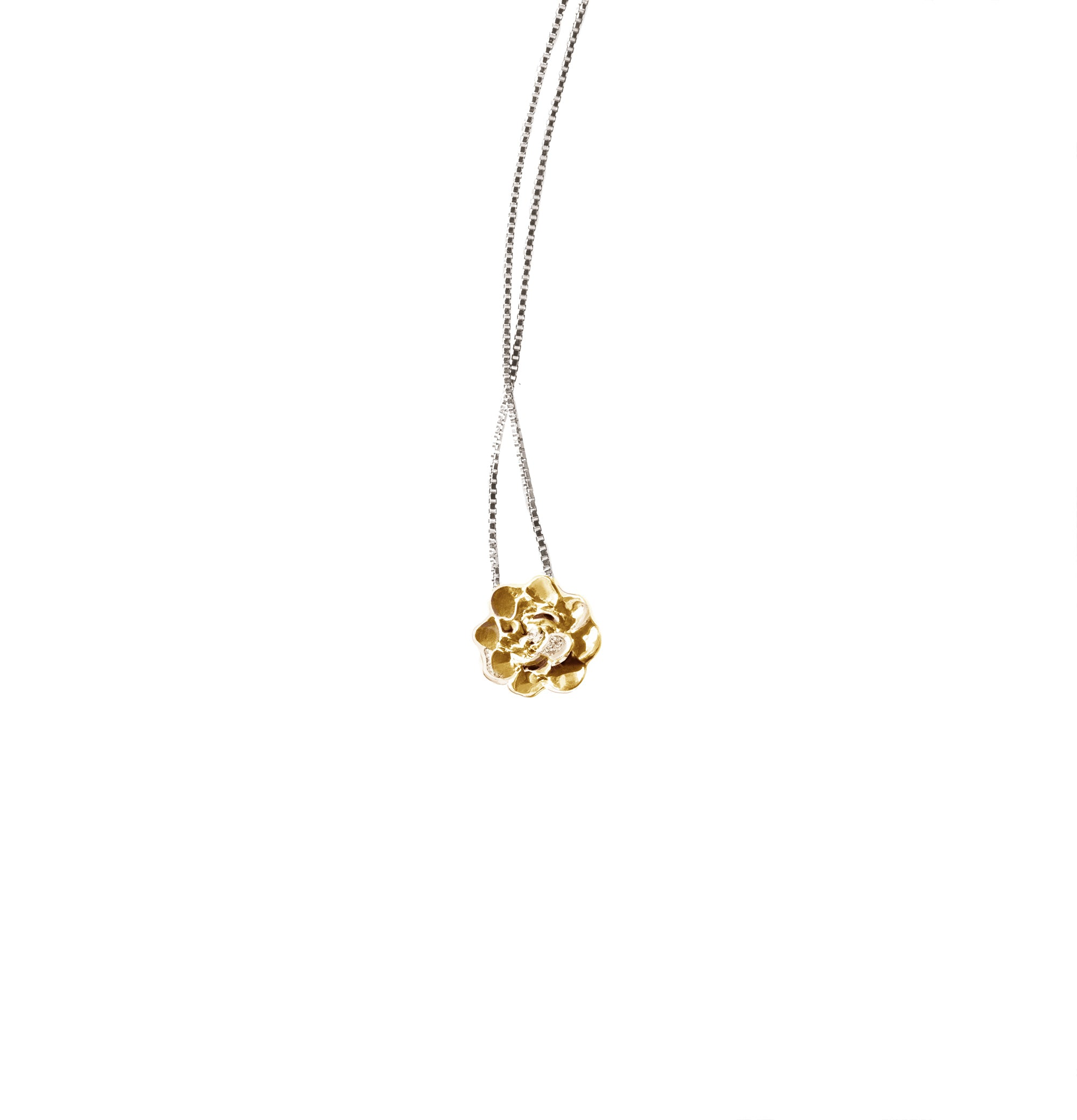 Camellia pendant charm in 18 KT yellow gold