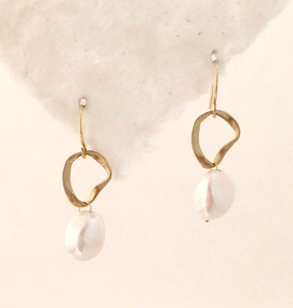 Mobius Ring Pearl earrings