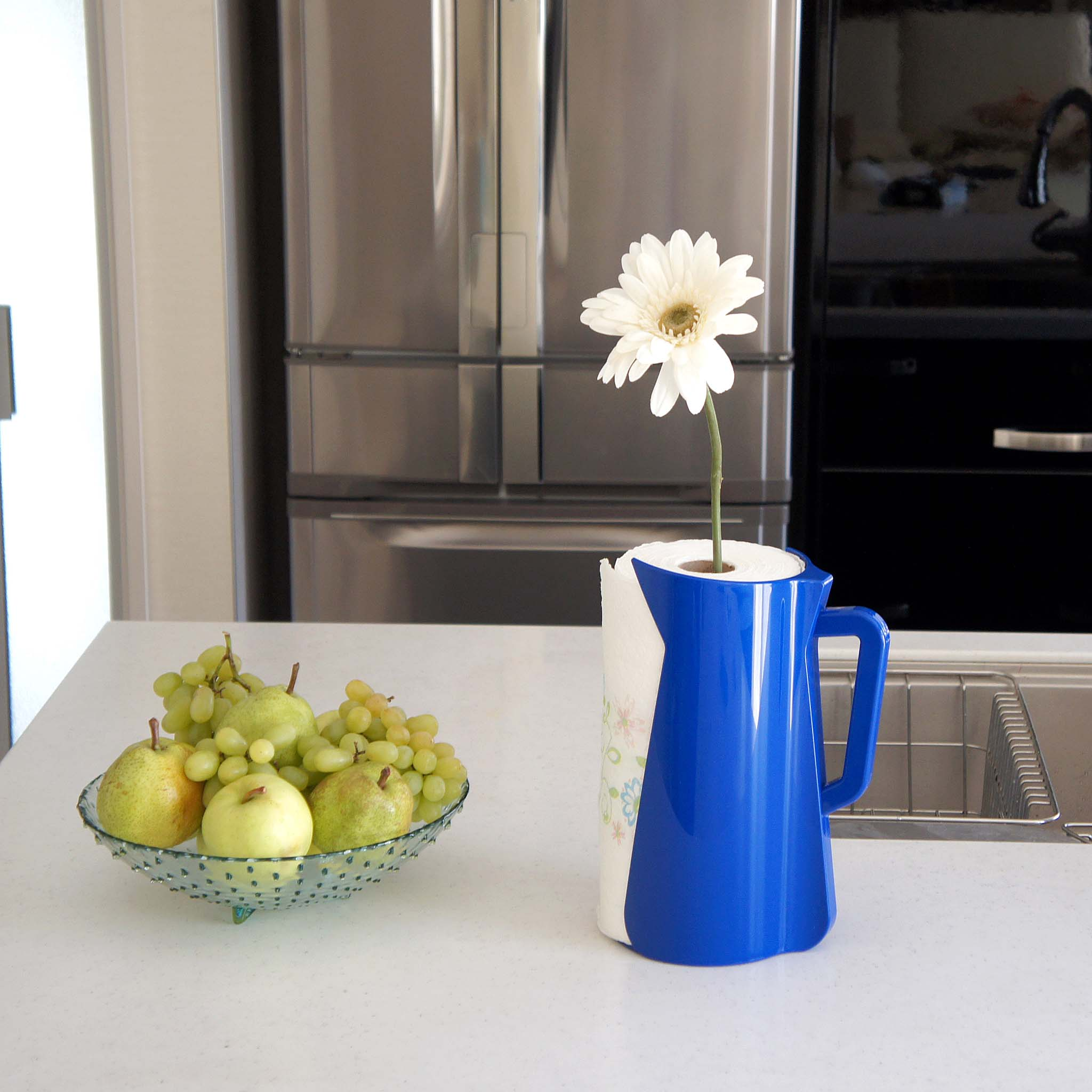 A sleek and stylish paper towel holder to brighten up the kitchen.
