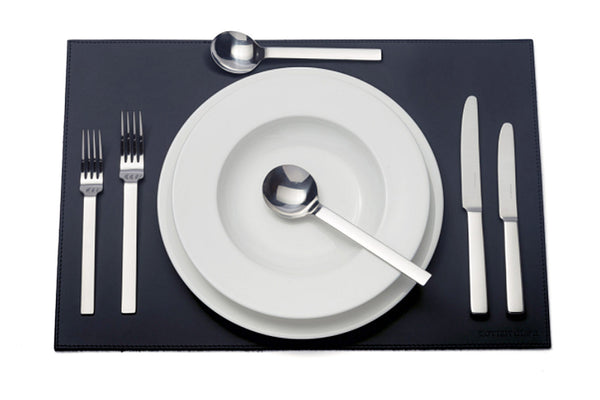 Odeon six-piece cutlery place setting: 1 table knife 1 dessert knife 1 table fork 1 dessert fork 1 soup spoon 1 dessert spoon. PRODUCT CODE 4991216.