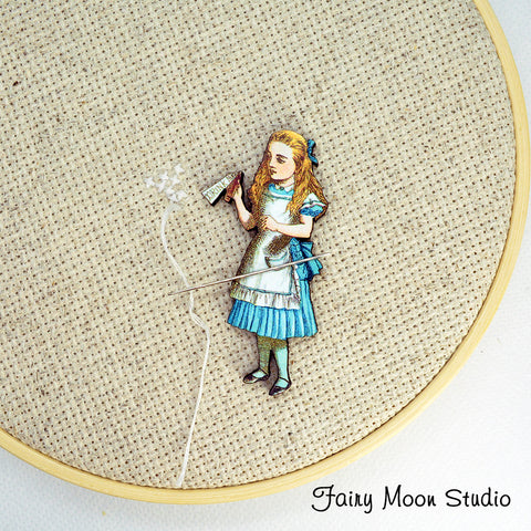 "Alice In Wonderland ""Drink Me"" Needle Minder"