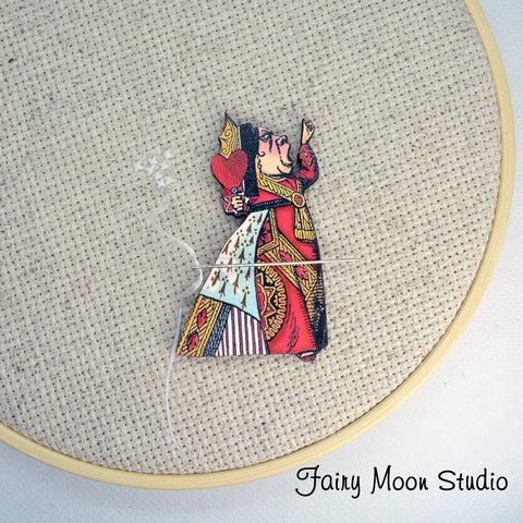 Alice In Wonderland Red Queen Needle Minder