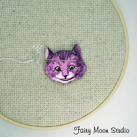 Cheshire Cat Face Needle Minder