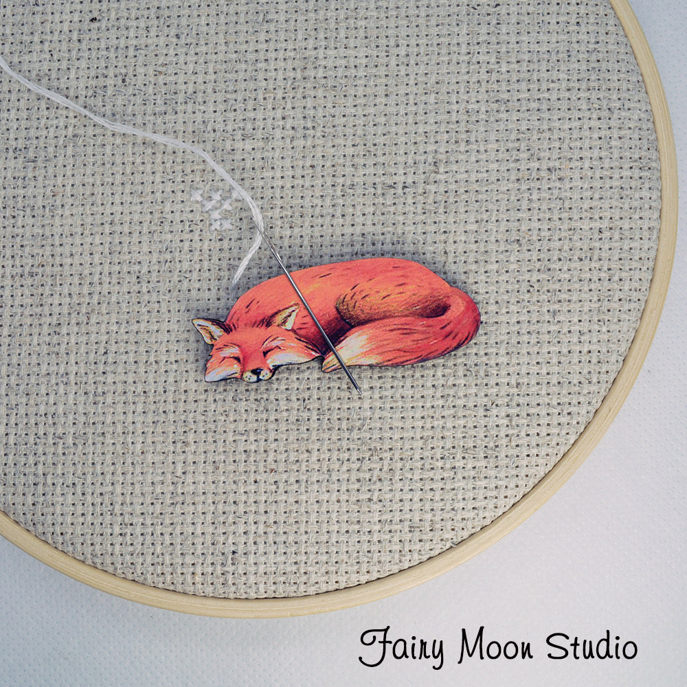 Fox Sleeping Needle Minder