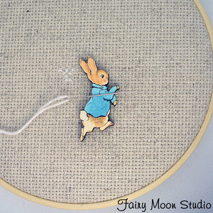 Peter Rabbit Running Needle Minder