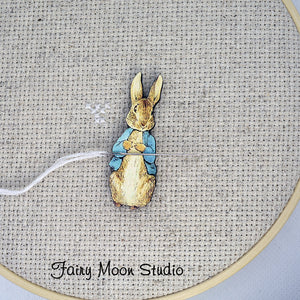 Peter Rabbit Standing Needle Minder