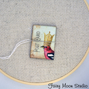 Postcard Crowned Red Bird Needle Minder