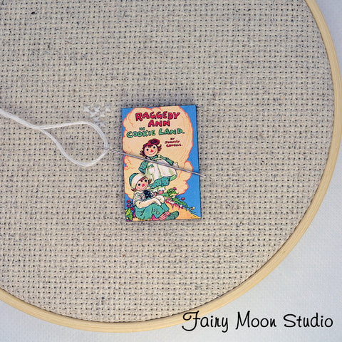 Raggedy Anne Book Needle Minder