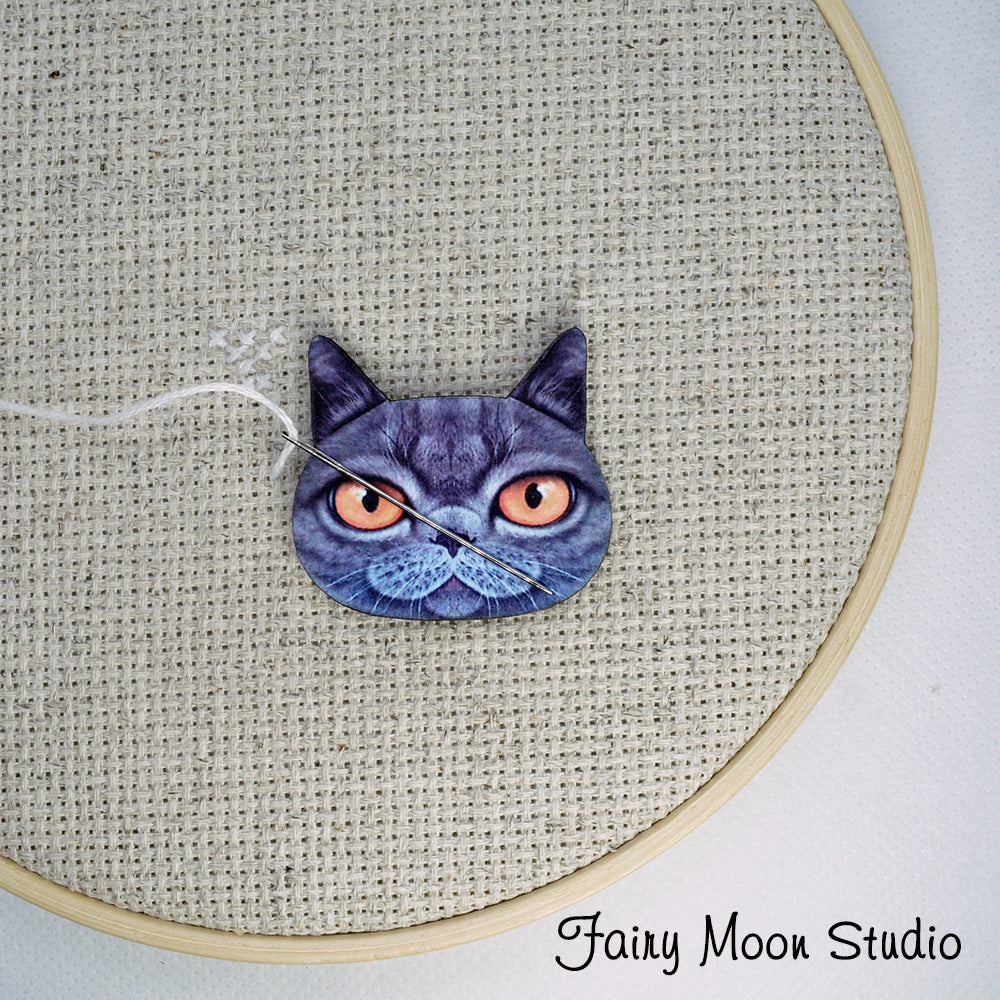 "Cat Face ""Gray"" Needle Minder"