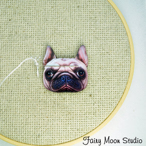 Pug Dog Face Needle Minder