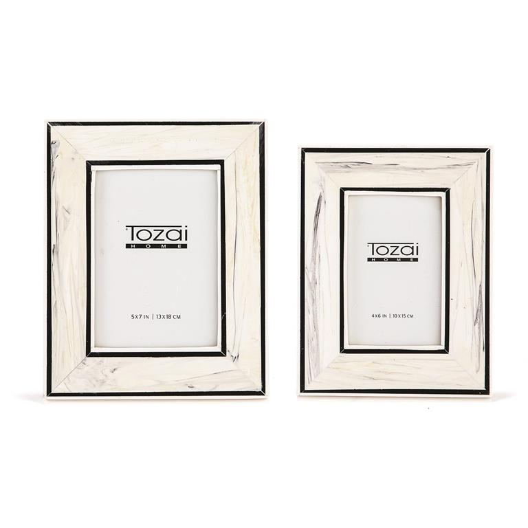 TWO'S COMPANY BORDERS BLACK/WHITE 5*7 FRAME