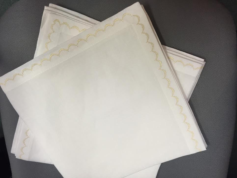 Deborah Rhodes White with Gold Scallop Napkins, Set of 2