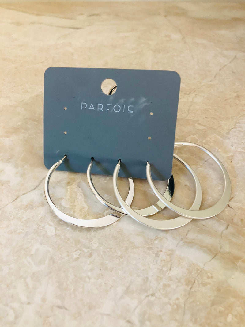 2 pairs of silver hoops