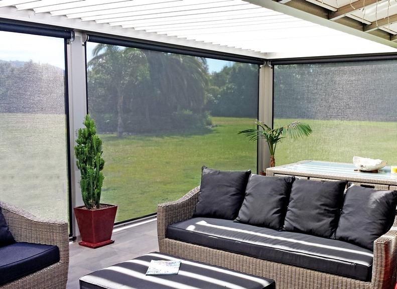 How to Choose the Best Outdoor Blinds for Use Year-Round