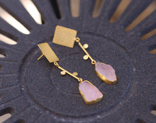 EQUATE RAW STONE DROP 18K GOLD PLATED EARRINGS / ROSE QUARTZ / AMETHYST