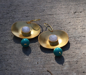 OYSTER TURQUOISE & PEARL 18K GOLD PLATED EARRINGS LABRADORITE / MOTHER OF PEARL