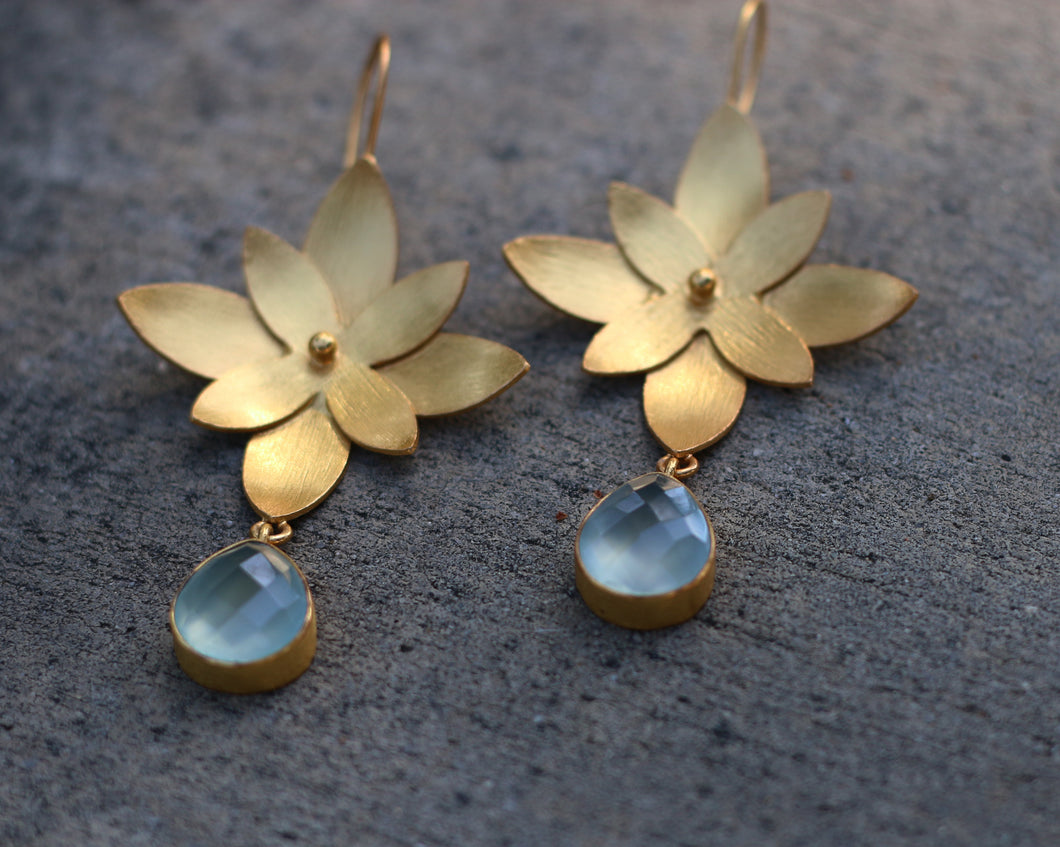 LAYERED FLORAL AQUAMARINE 18K GOLD PLATED EARRINGS