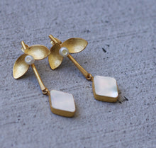 PEARL LEAF DROP 18K GOLD PLATED EARRINGS / TURQUOISE / BLACK ONYX / MOTHER OF PEARL/ ROSE QUARTZ