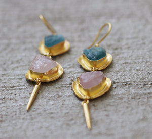 EDGE HOOK EARRINGS 18K GOLD PLATED FLUORITE AND ROSE QUARTZ
