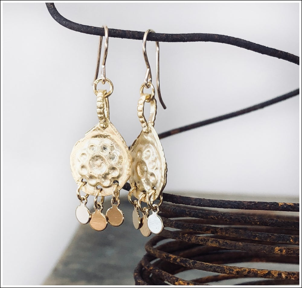 Paird Gold Charm Daisy Earrings
